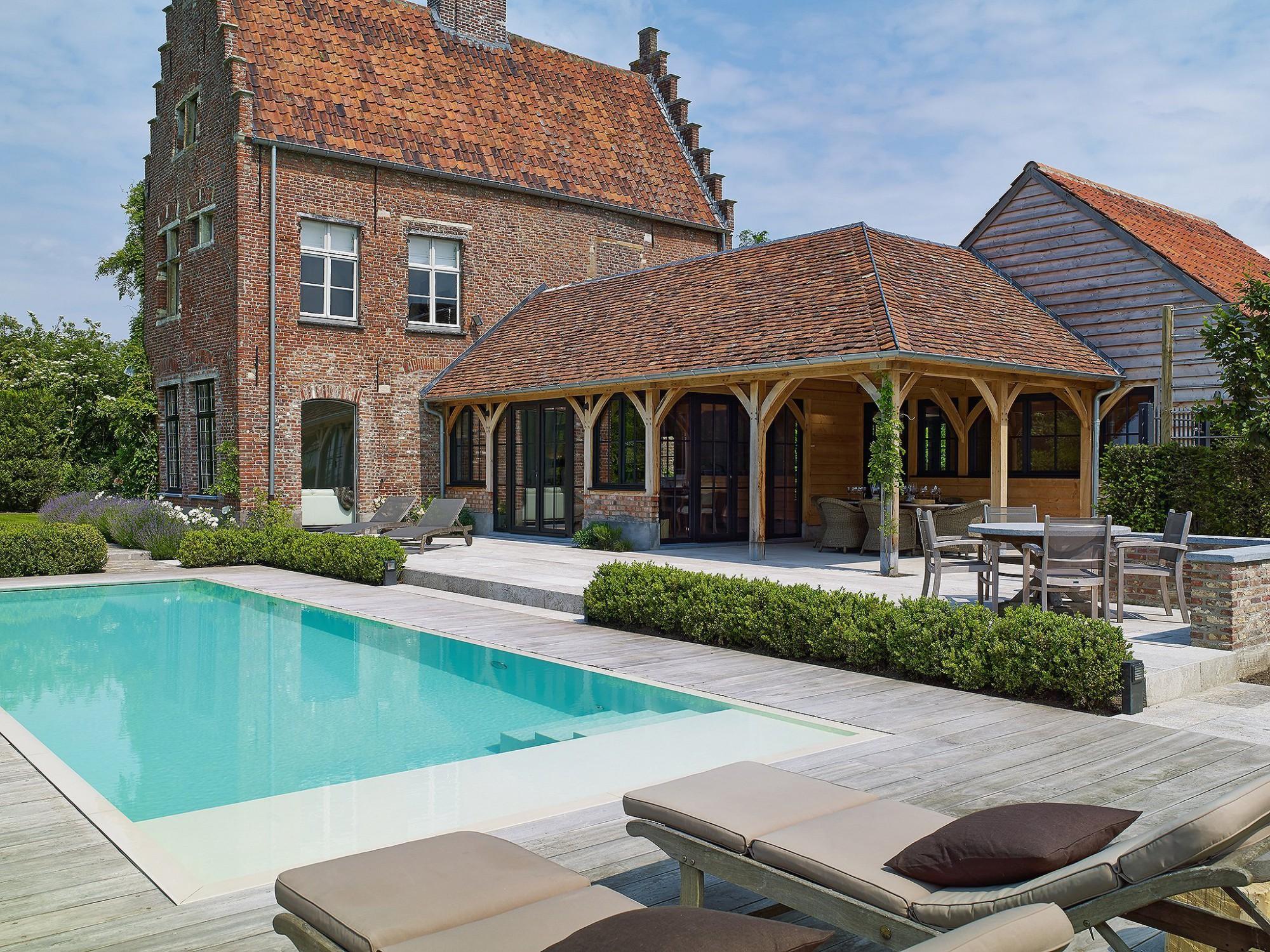 Afbeelding: Fotografie bijgebouw en zwembad te Zingem voor © Heritage Buildings.