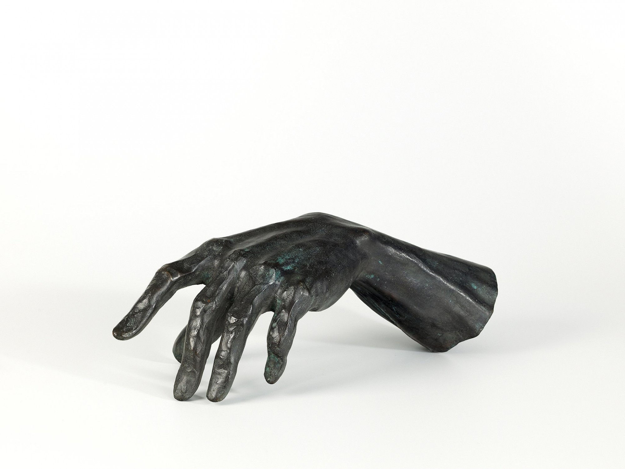 Afbeelding: Studio fotografie, sculptuur bronzen hand © Luk Van Soom.