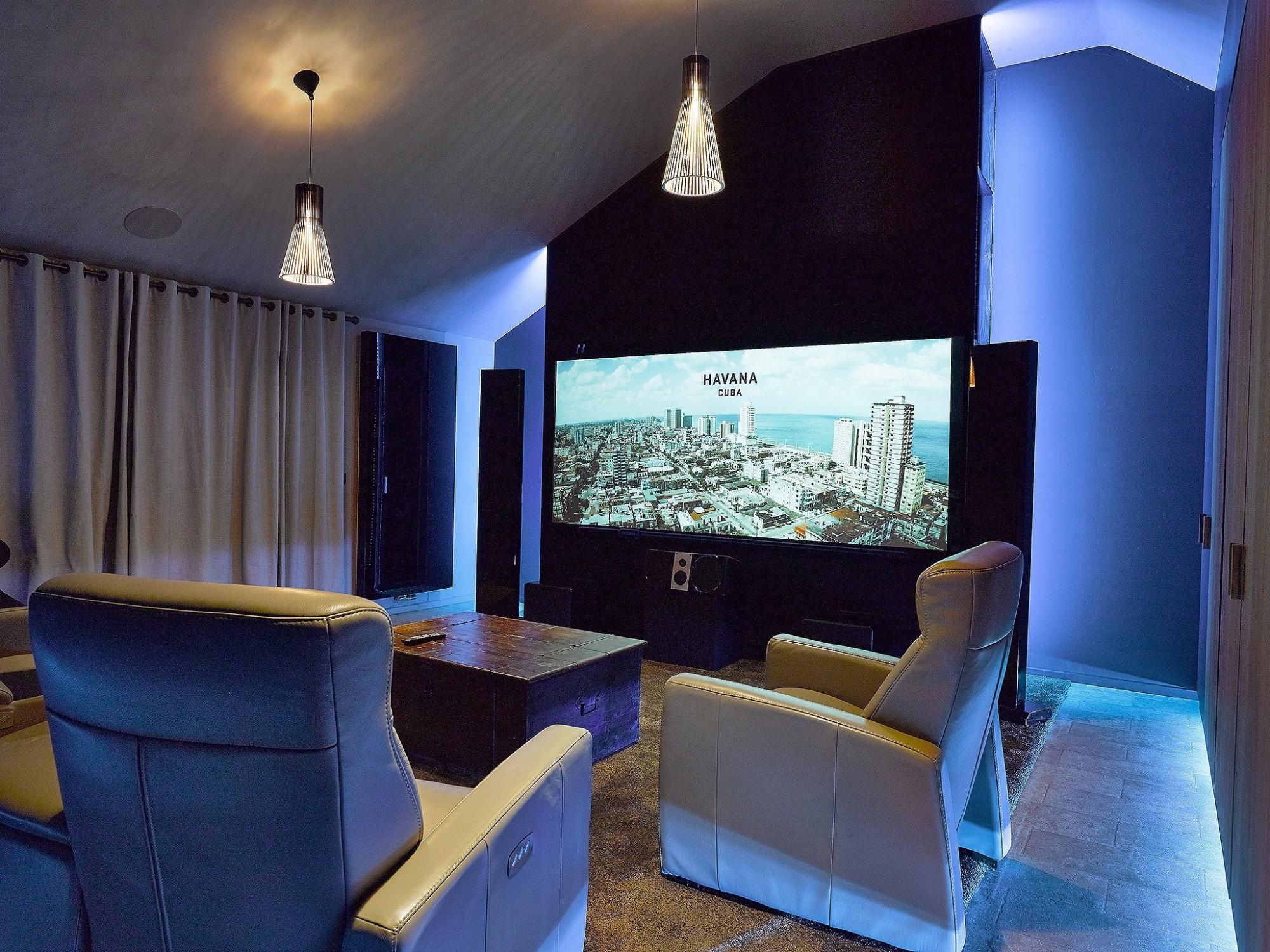 Afbeelding: Fotografie interieur van een home cinema te Maldegem voor © Cinedream, interieurfotograaf Foto Van Huffel.