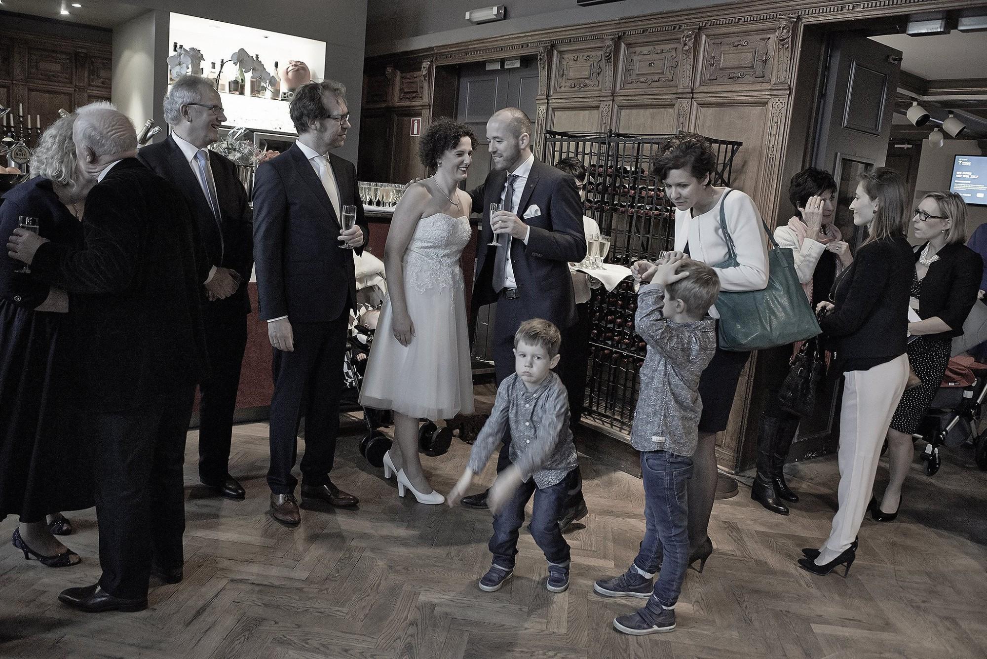 Afbeelding: Huwelijksreportages met stijl, voor een blijvende herinnering, foto Van Huffel, foto's met een retro uitstraling.